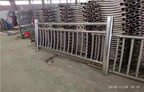 内蒙古兴安亮洁护栏工厂加工铁护栏桥梁防撞护栏高端护栏