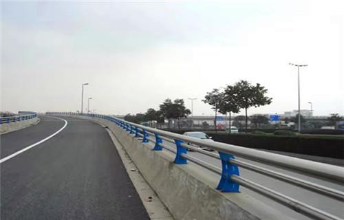 内蒙古兴安亮洁护栏工厂产品道路桥梁防撞护栏值得信赖