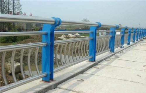 内蒙古兴安公园水塘防护栏杆经久耐用-亮洁防撞护栏