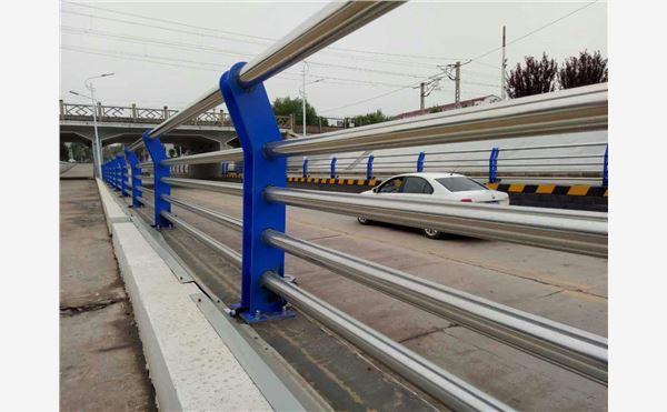 内蒙古呼伦贝尔不锈钢桥梁栏杆立柱-桥梁护栏-亮洁护栏厂