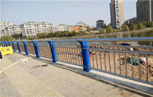 常州天桥不锈钢护栏杆有口皆碑