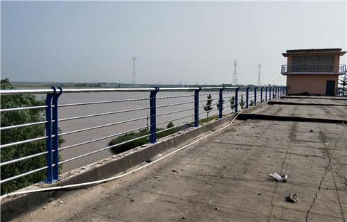 锡林郭勒不锈钢碳素钢复合管护栏跟厂家合作