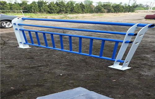文山不锈钢碳素钢复合管栏杆性价比高
