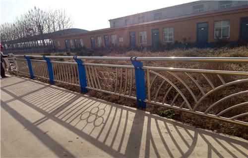 建甌304不銹鋼橋梁護欄立柱最新報價